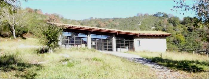 El Centro de Interpretación del Karst y el Hábitat Rupestre Justo del Castillo (Asturias) ha estado cerrado prácticamente desde el día de su inauguración. Sobrevive gracias a una escuela taller que lo abre una vez por semana